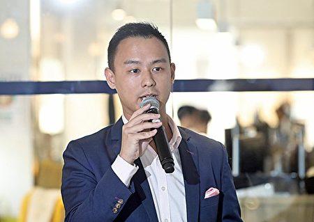"""Uber昨推出""""UberASSIST 关怀优步"""",专为长者及伤健人士而设。图为Uber香港总经理佘隽知。(余钢/大纪元)"""