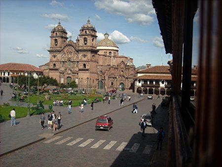 库斯科的阿玛斯广场(Plaza de Armas),超过五百年来,此广场一直是都市生活的中心。在印加帝国时期,此广场用于进行典礼和军事游行,并庆祝战斗胜利。(Renzonapa/CC/Pixabay)