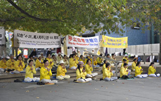 法輪功學員在奧市中心最著名的Aotea廣場集體煉功,場面壯觀祥和。(易凡/大纪元)