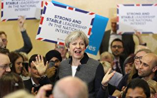 英国首相:削减移民十万以下目标不变