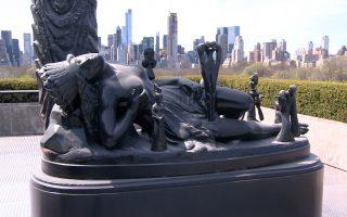 雕塑品的灵感是来自大都会馆藏的数百件艺术品。 (奥利弗/大纪元)