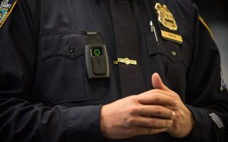 第一批攝像頭將在本月底前配戴在1200名警官身上。 (Andrew Burton/Getty Images)