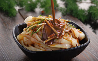 陝西風味小吃:涼皮。(Steetsweet / CC / Wikipedia)