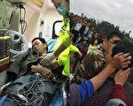 浙江省泰顺县雅阳镇半岭教会,遭到当地政府人员一百多人强行安装监控探头,双方发生肢体冲突,多名信徒受伤,其中两人被从高处推下,昏迷送医。(受访者提供)