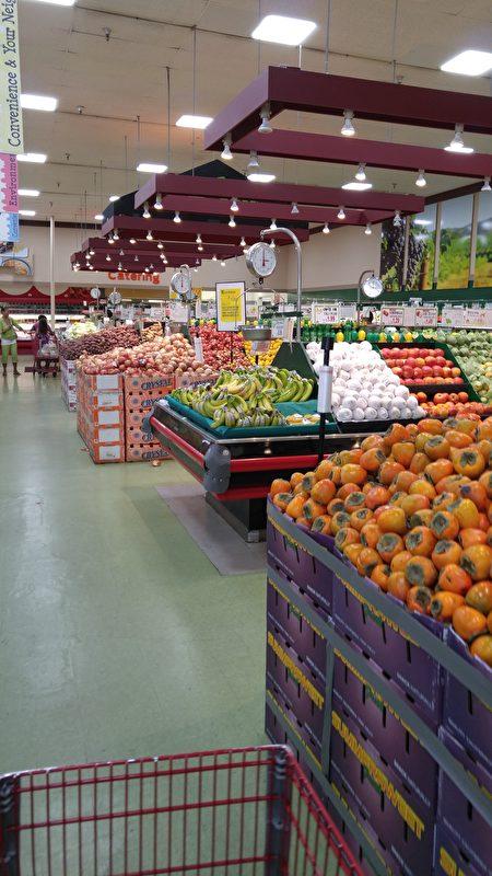 整齊有序的水果區。(大紀元)