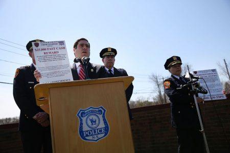 警方表示,若提供的線索能幫助逮捕嫌犯,可獲得2.5萬美元獎勵。
