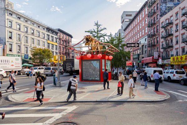 坚尼路旅游信息亭所在的三角地带,是进入华埠的咽喉之地和交通要道,现在市府有意在这里建牌楼或是门户建筑。  (市交通局提供)
