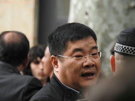 中領館控制的加泰華人華僑聯合總會第三、四屆總會主席林峰(戴眼鏡者)是這次活動的組織者。(大紀元)