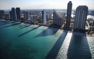 在搬離大紐約的人當中,有很多去了佛羅里達,圖為佛羅里達海灘。 (Joe Raedle/Getty Images)