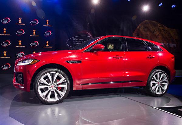 纽约国际车展,捷豹Jaguar F-Pace搬走2017世界年度汽车大奖。(戴兵/大纪元)