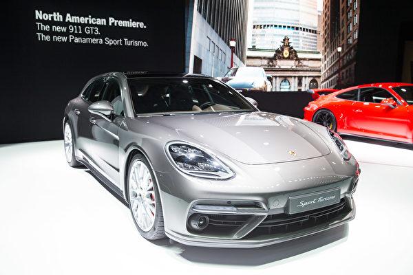 纽约国际车展新车发表,PORSCHE Panamera Sport Turismo。(戴兵/大纪元)