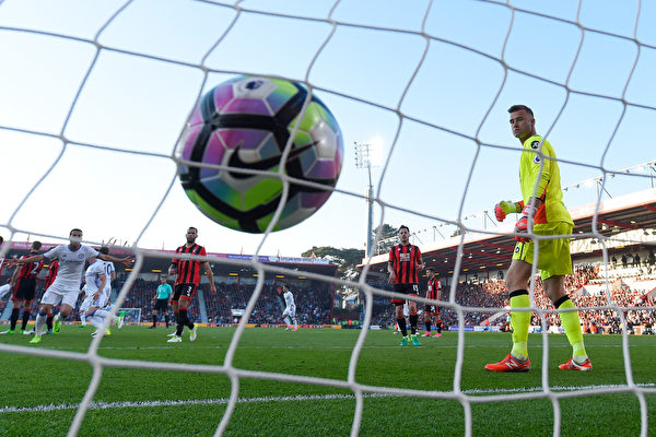 切尔西客场3:1击败伯恩茅斯,以7分优势领跑,一致被看好会最终问鼎。(Mike Hewitt/Getty Images)