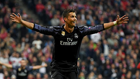 在比分落後情況下,葡萄牙球星C羅挺身而出梅開二度,助皇馬2:1逆轉拜仁。 (Matthias Hangst/Bongarts/Getty Images)
