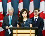 4月4日上午,加拿大國會議員Garnet Genius(後排,右)在渥太華召開新聞發布會宣布在國會重新提出C-561法案 (Bill C-561),打擊強制摘取人體器官行為。前加拿大世界小姐林椰凡和前亞太司司長大衛·喬高出席了發布會。(任僑生/大紀元)