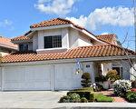 精致的尔湾之家,位于32 Barcelona, Irvine,室内面积2,801平方呎。(商家提供)