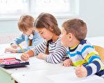 许多研究揭示出,父母和家人加入到孩子的学校生活中去,孩子在学校的表现会更好。(Fotolia)