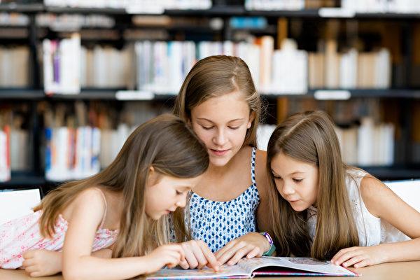 对国小学童而言,绘本是增加知识、丰富生活经验和培养阅读能力的最佳入门途径。(Fotolia)