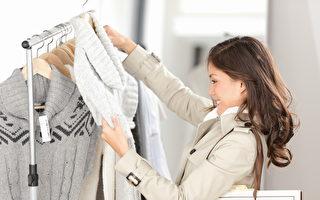 芬蘭科學家研發出新的衣物回收方法,或有助於減少衣物被丟棄所造成的浪費。圖為一名女子在選購衣物。(Fotolia)