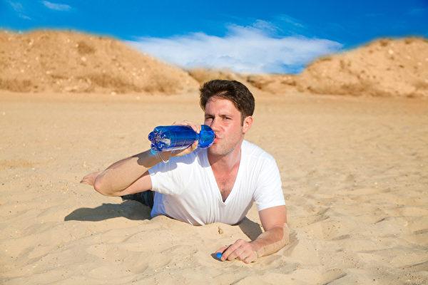 口渴是人體自身一種獨特的保護機制,它可使人體免於脫水。(Fotolia)