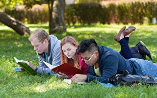 更多國際生選擇留學加拿大和澳大利亞。(Fotolia)