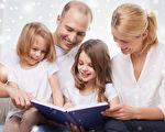 读绘本时,对于孩子的任何发现,及时给予肯定,孩子觉得可以跟妈妈分享自己的发现,相互交流,幸福感油然而生,就使得绘本紧紧地抓住了孩子的心。(Fotolia)