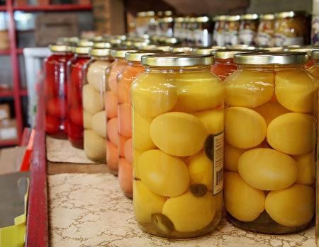 长可以自制醋蛋口服治疗。(Fotolia)
