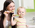 英國著名牙醫馬基斯(Richard Marques)表示,人們每天應該在早晚各刷一次牙,以保持口腔清潔。一般情況是用冷水刷牙,而有敏感性牙齒者,則可以使用溫水。(Fotolia)