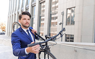 英国格拉斯哥大学的研究称,骑自行车上班有助于降低将近一半罹患癌症或心脏病的风险。(Fotolia)