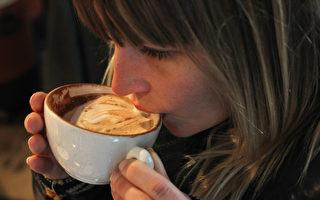 不用咖啡机 在家也能冲泡好喝的拿铁咖啡
