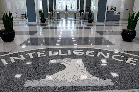 中共間諜海外活動猖獗。美國等國高度警惕,已採取嚴厲措施打擊中共間諜。圖為中情局總部大廳(SAUL LOEB/AFP/Getty Images)