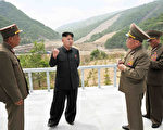 分析衛星圖像的美國專家說,他們發現朝鮮核試驗場地有異常活動:打排球。(KCNA VIA KNS/AFP/Getty Images)