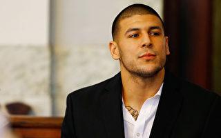 2013年8月,前美式橄榄球球星费南德兹(Aaron Hernandez)在麻州Attleboro地区法院出庭。(Jared Wickerham/Getty Images)