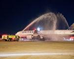 美联航4月27日发布报告,回应4月9日拖人事件。当时69岁的乘客杜成德在拒绝让座给美联航职员之后,被拖下飞机。( Rick Kern/Getty Images for United Airlines)