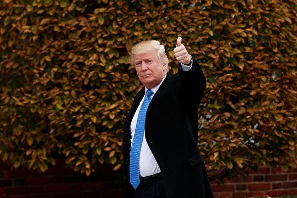 美國總統川普(特朗普)週一對金正恩發出兩個字警告:「乖點」(Gotta behave)。週二在福克斯新聞節目,沒有細說將如何處理朝鮮問題,僅表示「等著瞧」(We'll see what happens)。(Drew Angerer/Getty Images)