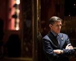 上周五发布的白宫高层幕僚财务报表中,弗林部分出现与俄罗斯的有关款项,且与2月份提交的初稿不一致,再次掀起对弗林收受俄罗斯款项的议论。(Drew Angerer/Getty Images)