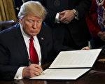 美國總統川普(特朗普)將於4月18日簽署一份行政命令,以嚴格執行H-1B非移民工作簽證,及推動其改革。(Aude Guerrucci - Pool/Getty Images)