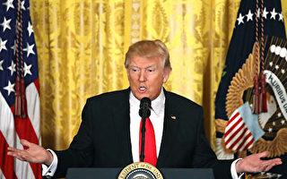 白宮週三(26日)宣布說,川普(特朗普)總統決定在現階段將不會終止北美自由貿易協定(NAFTA),但將要與加拿大和墨西哥兩國迅速啟動重新談判。(Mark Wilson/Getty Images)