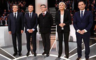 法国首轮总统大选即将在周日(4月23日)举行,呼声最高的马克龙(图左二)及勒庞(图右二)民调拉近,近三成选民还不知道要投给谁,选情扑朔迷离。(PATRICK KOVARIK/AFP/Getty Images)