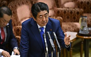 日本首相安倍晉三週一(17日)稱,日本政府正在擬定難民接收應急計畫,來應對朝鮮半島可能突變的局勢引發難民湧入日本。(KAZUHIRO NOGI/AFP/Getty Images)