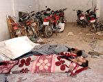 週二(4月4日)早上敘利亞西北部伊德利卜省(Idlib)的Khan Sheikhun小鎮發生疑似化學毒氣攻擊,造成至少58人死亡,包括11名兒童,另有數百人受傷。(OMAR HAJ KADOUR/AFP/Getty Images)
