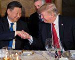 川普认为百日执政最大成果之一,是和习近平建立私交关系。。(JIM WATSON/AFP/Getty Images)