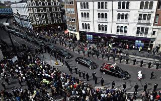 超过五千名警察以及上万普通民众为殉职的帕尔默警官送行。( Hannah McKay - Pool Getty Images)