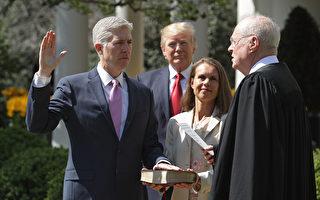 戈薩齊週一(4月10日)將在白宮宣誓就任大法官。戈薩齊成為大法官,將令最高法院的力量平衡恢復到斯卡利亞去世之前的狀態。(Photo by Chip Somodevilla/Getty Images)