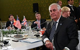 美國務卿蒂勒森在G7外長峰會的第二天(11日)對俄羅斯發出強硬最後通牒,稱俄羅斯必須做出選擇,或者支持美國及其盟國,或者支持阿薩德政權。(Photo credit should read VINCENZO PINTO/AFP/Getty Images)