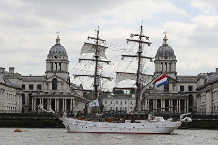 高贵,帅气,复古。4月13日至16日,高桅帆船节在伦敦Greenwich举行,来自世界各地的大约30艘高桅帆船参加。乘坐复古风格的帆船,畅游在古老的泰晤士河,别有一番情趣。( Dan Kitwood/Getty Images)