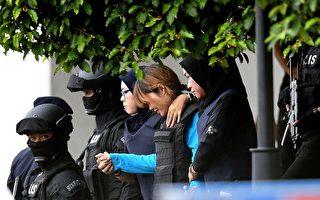 4月13日上午,段氏香(中)身穿防弹衣,在大量警员戒备中出庭受审。    (MANAN VATSYAYANA/AFP/Getty Images)