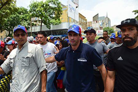 委国反对阵营领袖卡普利莱斯(Henrique Capriles,如图中)。(RONALDO SCHEMIDT/AFP/Getty Images)