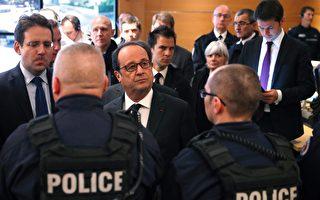 4月21日,在恐襲之後一天,法國總統奧朗德來到巴黎警察局總部跟警察開會。   (PHILIPPE WOJAZER/AFP/Getty Images)