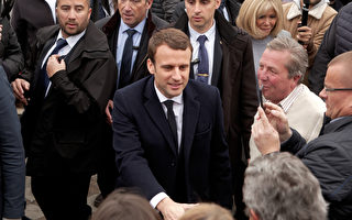 4月23日,法国总统候选人马克龙在投票站。(Sylvain Lefevre/Getty Images)