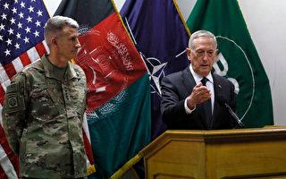 美國防部長馬蒂斯週一突訪阿富汗,與阿富汗領導和美駐阿富汗軍官會面,評估美國在阿富汗長達15年的戰爭。 (Photo by Jonathan Ernst - Pool/Getty Images)